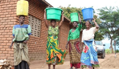Collecting-water-in-Milange